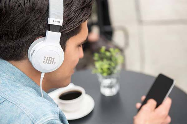 JBL E45BT Bluetooth headphones deliver a comfortable listening