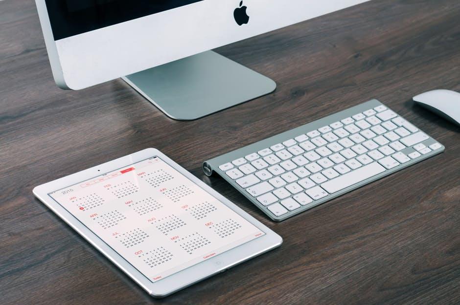 imac-ipad-computer-tablet