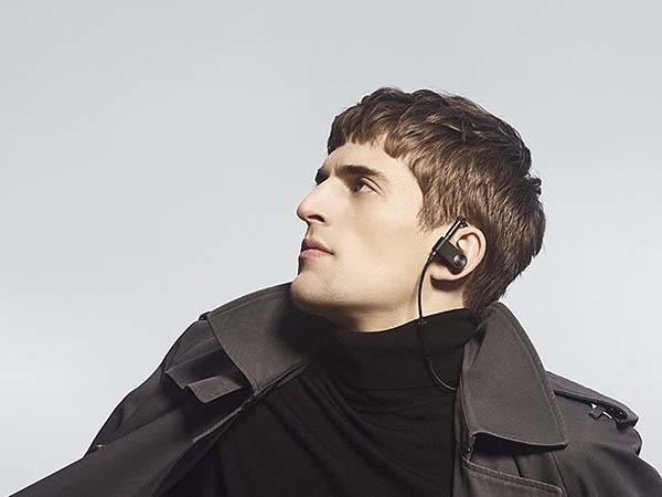 beoplay_earset_wireless_bluetooth_earphones