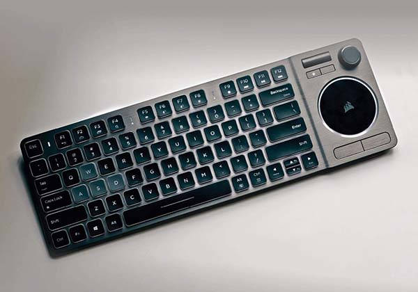 corsair_k83_backlit_wireless_entertainment_keyboard